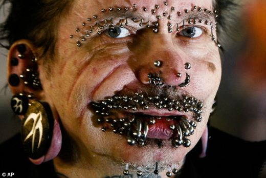 man-with-453-piercings-2